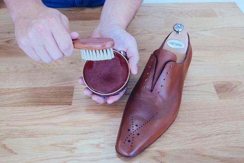 Polish for leather shoes