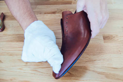Cleaning cream application for leather shoes