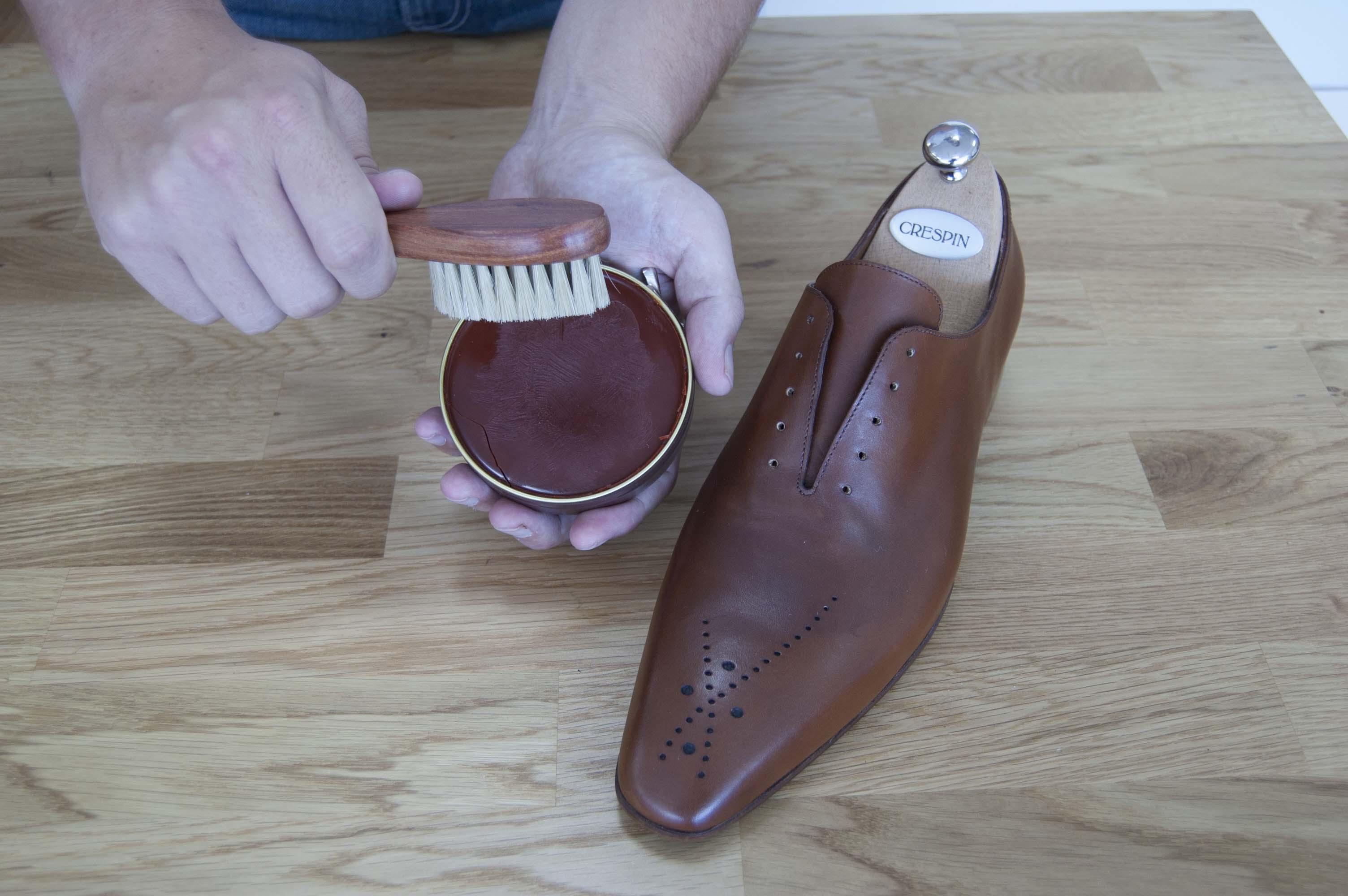 Cirage pour chaussures en cuir