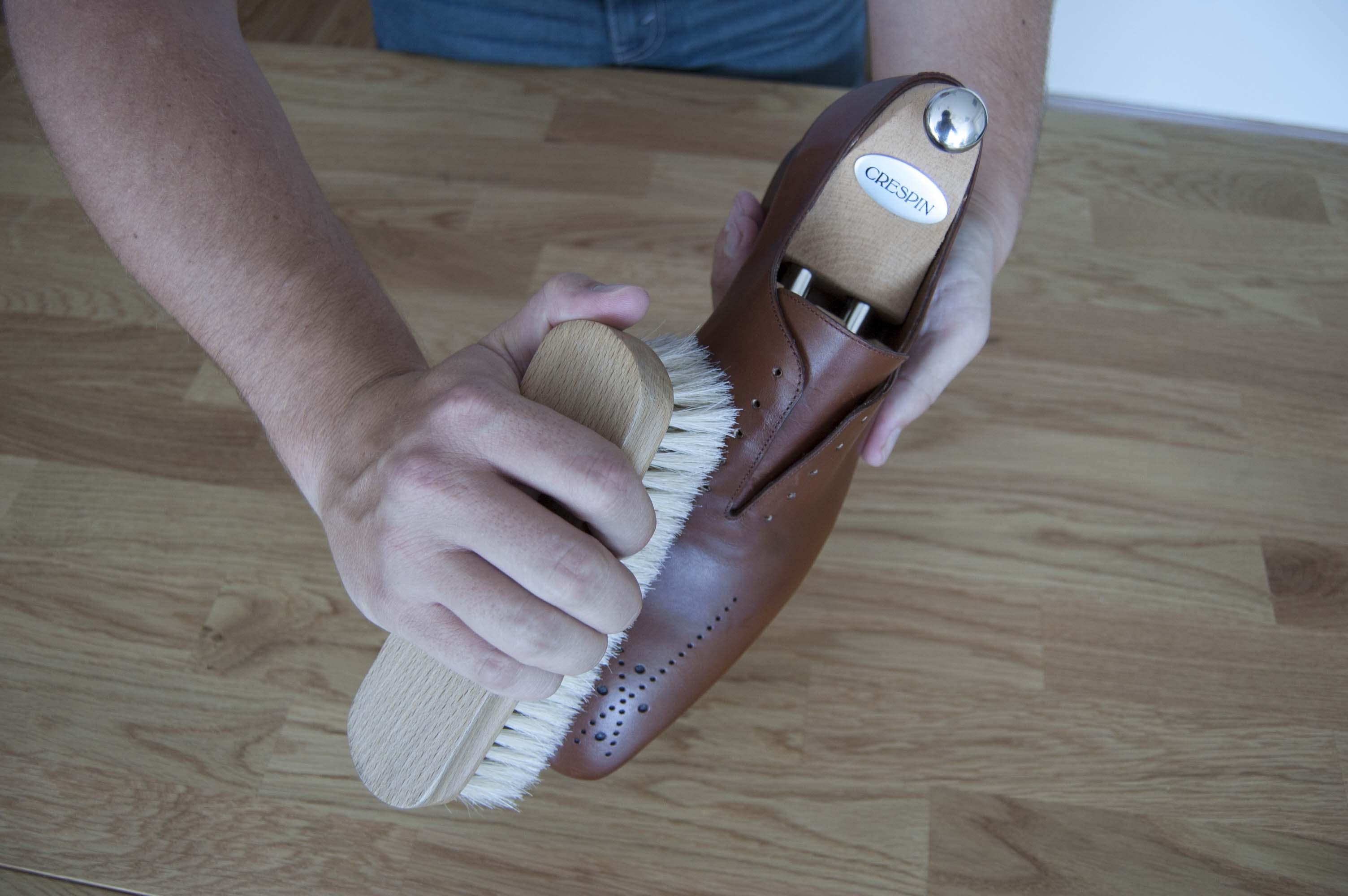 Préparation entretien des chaussures en cuir