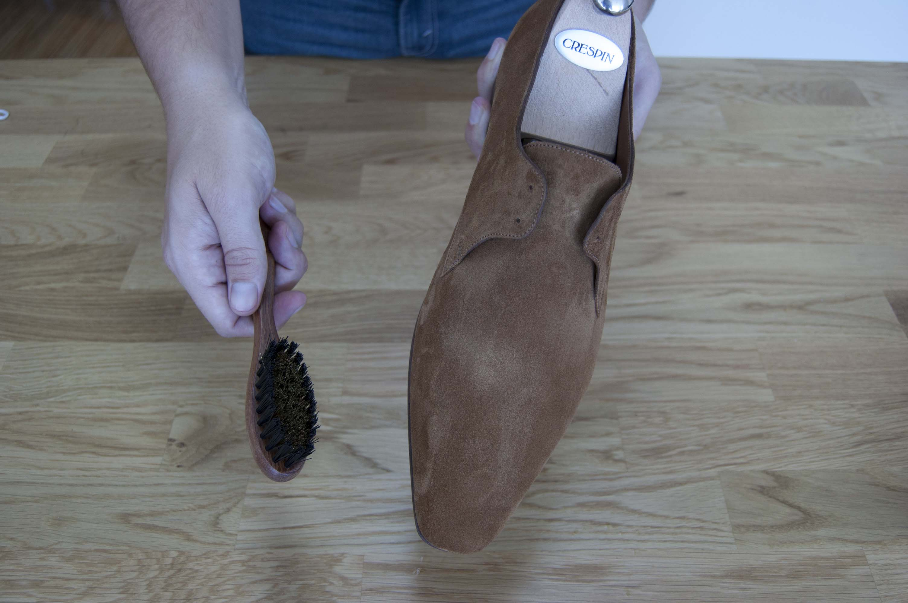 Brush for suede leather shoes